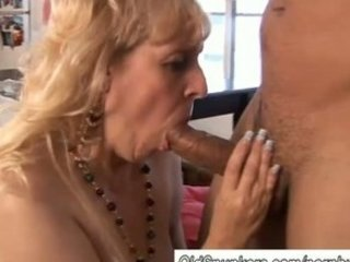 older bbw gives a great blowjob