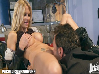 pro fighter jessica drake gives her promoter a