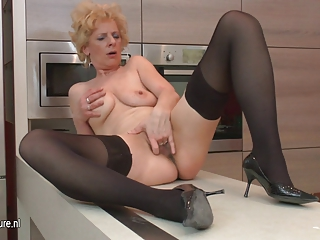 unattractive older slut loves to masturbate in