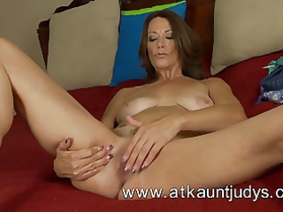 mature and hot sweetheart from auntjudys
