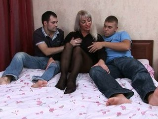 elaine russiane mommy fucked by lads
