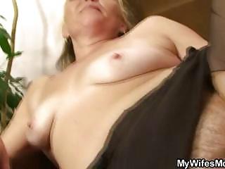 slutty granny opens hirsute slit for hot juvenile