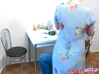 russian older bitch engulf big rod in the kitchen