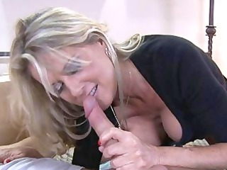 blonde d like to fuck with large mangos sucks