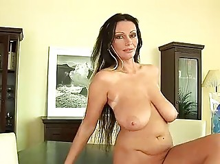 older chick pandora dildos her vagina