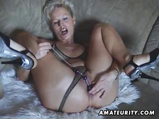 breasty amateur d like to fuck toys and sucks