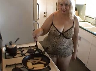 milf hawt cooking time!