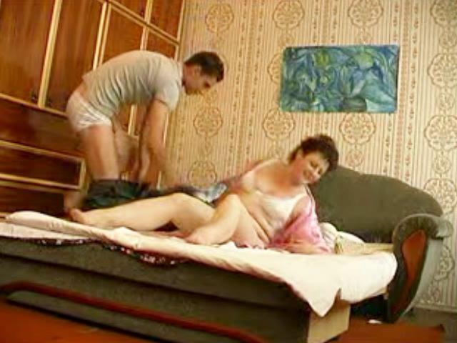 young hunk bangs older plump momma in bedroom