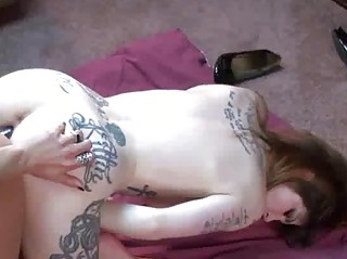 tattooed indigo shares a dick with a excited d