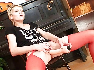 golden-haired d like to fuck in red nylons