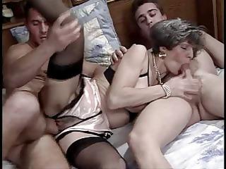 une mature allemande se fait baiser par 1 jeunot