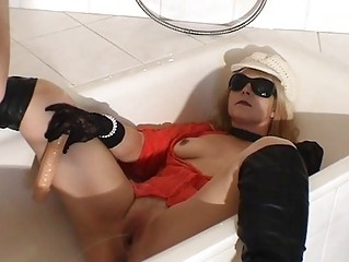 urinate drinking doxy wife in the baths