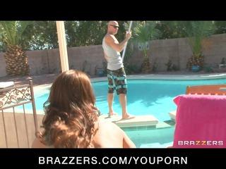 dark brown milf in bikini copulates pool chap