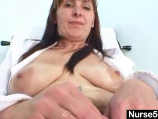 older mama karin shows off unshaved love tunnel