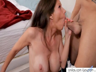 bigtit mommy receives a sperm bath