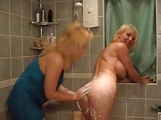sexy golden-haired mommas with great milk shakes