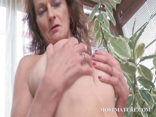naked cougar works love muffins and bushy cunt