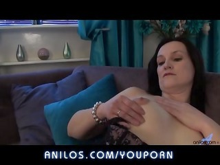 first time housewife plays with her thick vagina