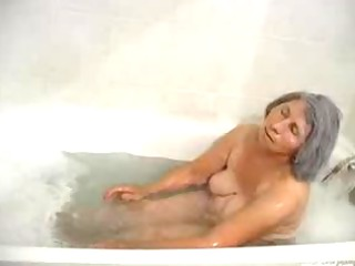oma enjoys her bath