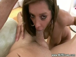 hungry candian d like to fuck gives sexy