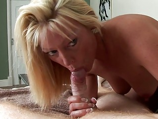 blond d like to fuck is a real snake charmer