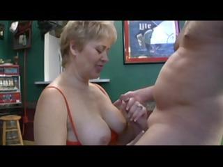 good mature whore sucks off a chap