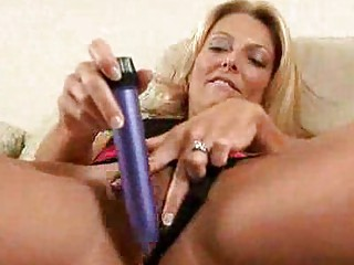 blonde milf fills her muff with a biggest toy
