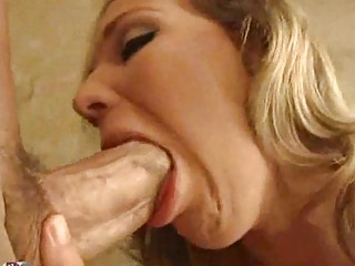 aged slut with knob sucking lips squeezes pointer