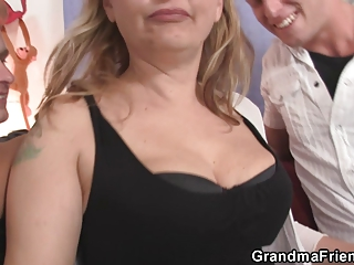two males bangs slutty mommy