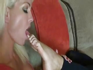 mamma and not her daughter foot worship games