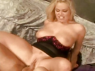 bootylicious blond mother i with large hooters