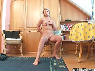 mature housewife needs to get off