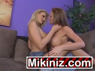 juvenile mommies who love muff darryl hanah