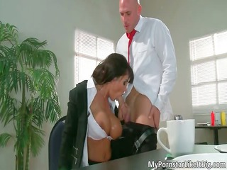 wicked brunette d like to fuck hoe lisa ann sucks