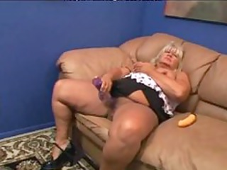 sexy 40 aged big beautiful woman getting fucked.