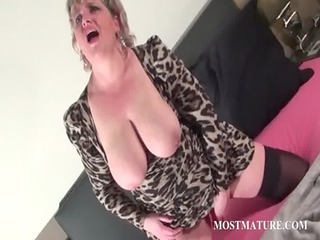 trashy aged dildoing pink pussy