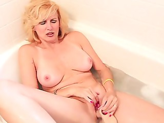 racquel devonshire masturbating in washroom