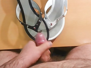 quick cumshot on my mothers white and dark flops