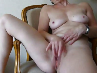 granny fingers herself to precious cum