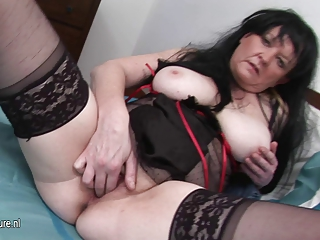 european older slut mommy rub her old pussy