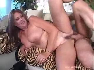 chunky bulky mommy likes getting her cum-hole